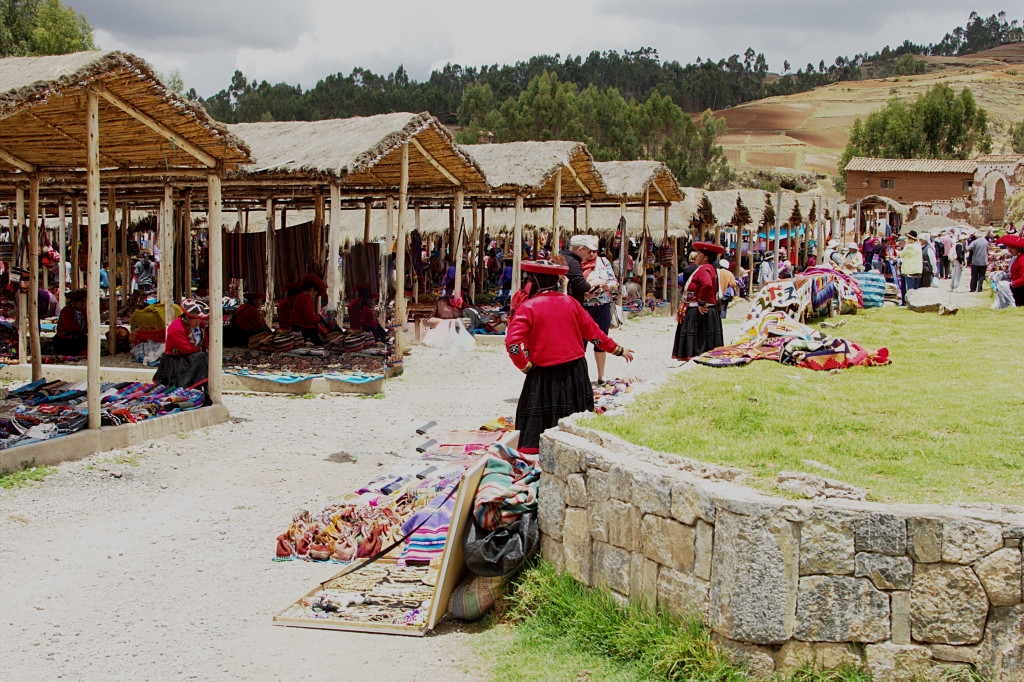 tips visiting Peru - Chinchero market